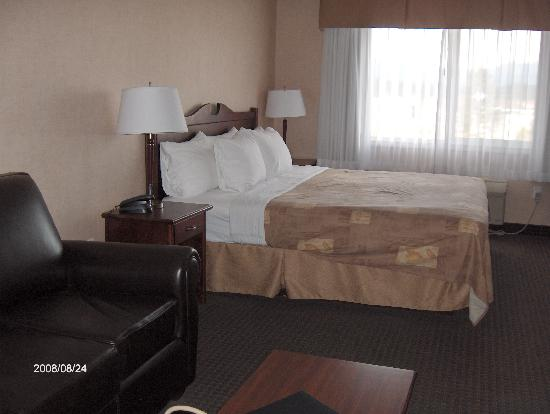 BEST WESTERN Cranbrook Hotel: King size bed