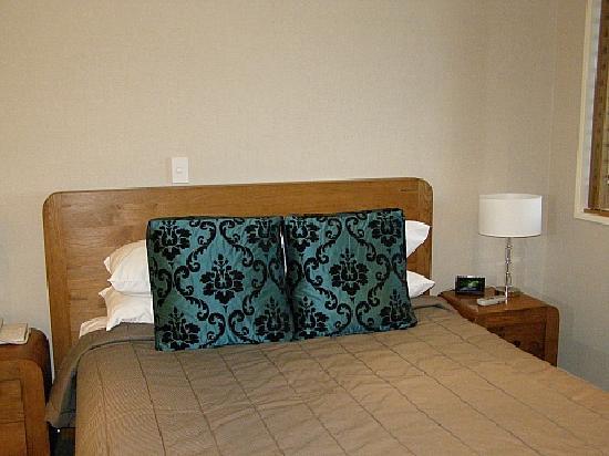 The Nautilus: Queen bed