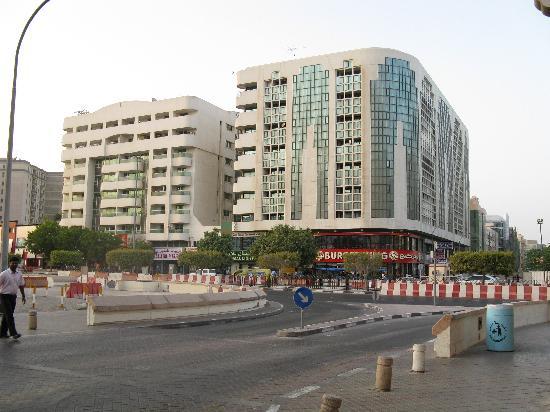 فندق فيرسايلس: Burger King where is only 2 mins walking distance