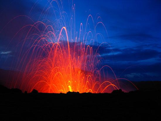 Tanna, Vanuatu - Volcano Erupting!