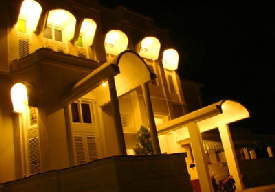 Hotel Candi Baru: Facade of Bellevue Hotel