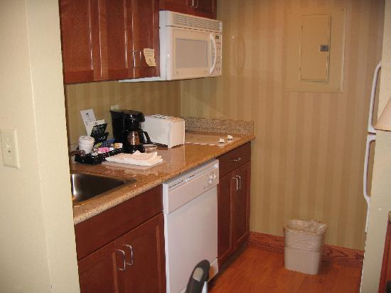 Homewood Suites by Hilton Princeton: Kitchen