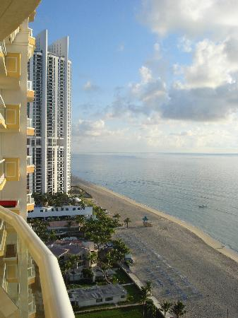 Acqualina Resort & Spa on the Beach: wonderful beach from room 1908