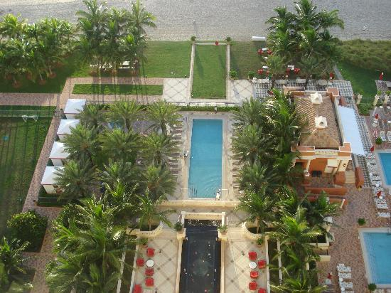 Acqualina Resort & Spa on the Beach: part of the great pool area from room 1908
