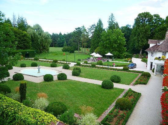 Relais & Chateaux - Hostellerie de Levernois : Hotel & Grounds