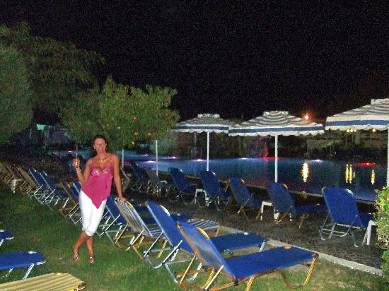 Sun Palace Hotel: pool at night, with guard to ensure no small children fell in etc