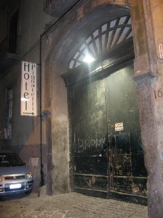 Pignatelli Hotel: Hotel Pignatelli front door