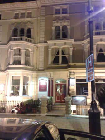 Wilton Hotel: Wilton at night