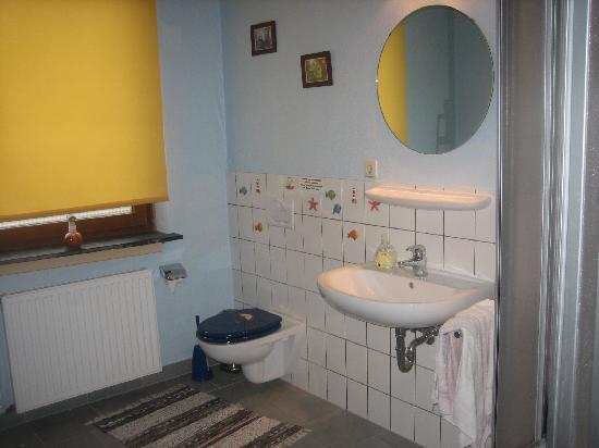 Southend Hostel Bremen: Único baño. Comunitario