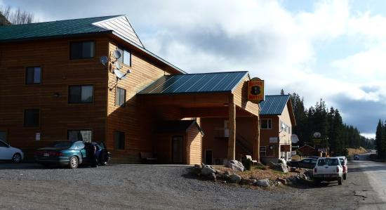 Super 8 Cooke City Yellowstone Park Area: Good motel with friendly, helpful staff