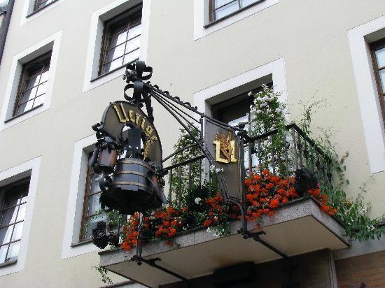 Weeze, Germany: Zum Uerige Beer Hall - Dusseldorf