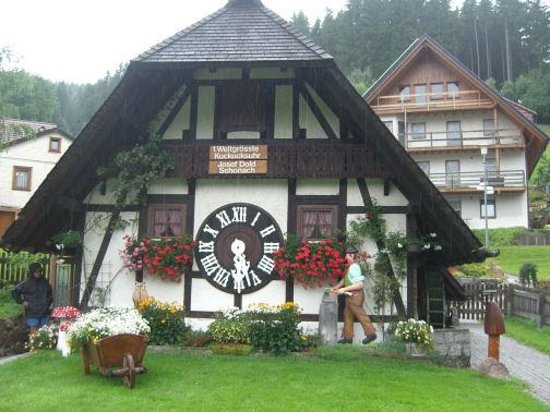 Ferienpark-Neumatte: World;s largets cuckoo clock