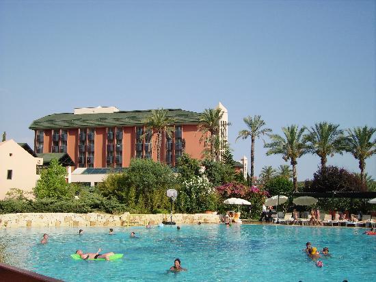 Pegasos Club: Main pool area between Resort and Royal