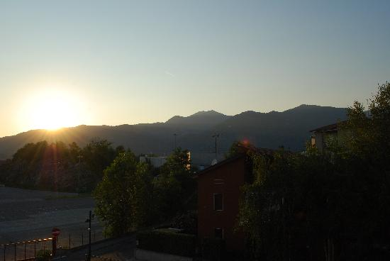 Leonardo da Vinci Hotel Erba: Great sunset views from our balcony