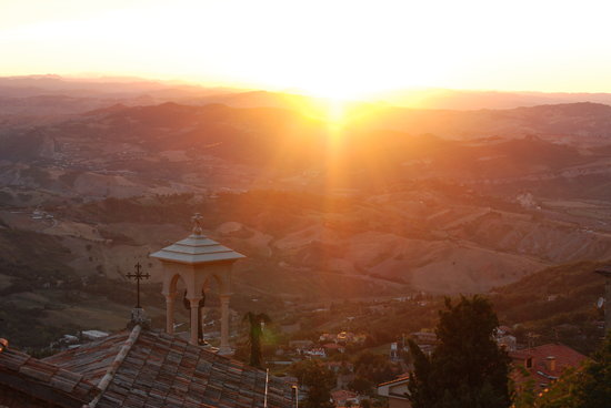 Grand Hotel San Marino: Spectacular sunset just outside the hotel