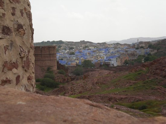 Jodhpur, Indien: Looking out over the 'blue city' from Jodpur Fort