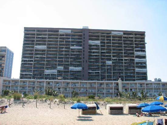 Carousel Resort Hotel & Condominiums: The hotel from the beach