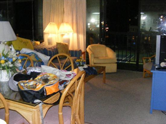 Sea Watch Condominium : living room