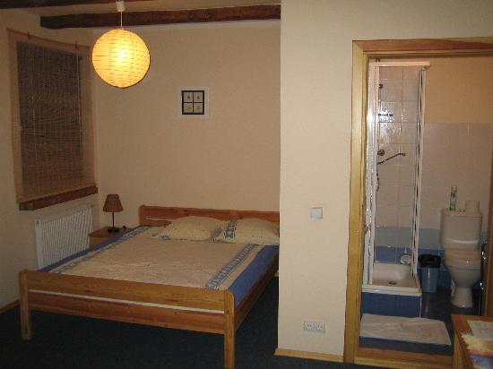 Litinterp Klaipeda Guest House: Habitación de 3 camas, vista general