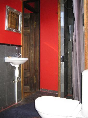 Fontaine Hotel : Baño