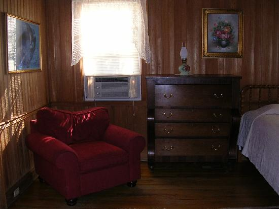 Castle on Silver Lake: Billys room sitting area