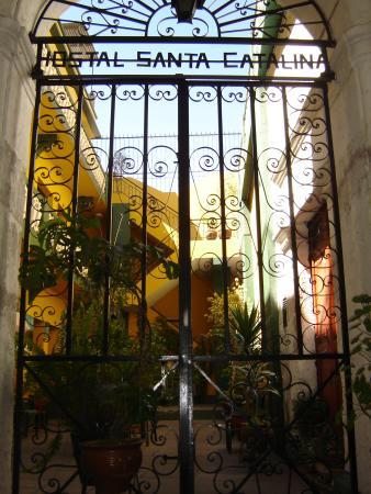 Hostal Santa Catalina: Entrance of the Santa Cataline hostal