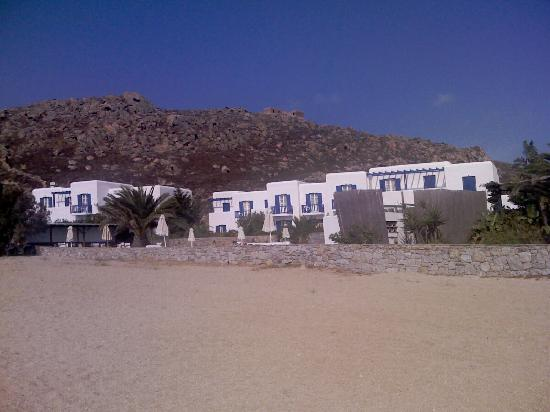 Sunrise Hotel and Suites: Hotel from the beach