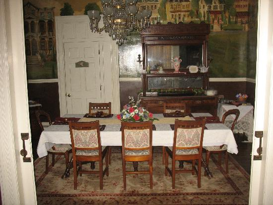 Bedford Inn: The Dining Room