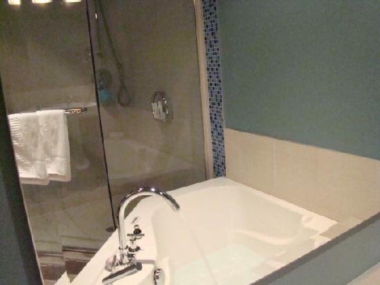 Hotel Nelligan : Spa Tub