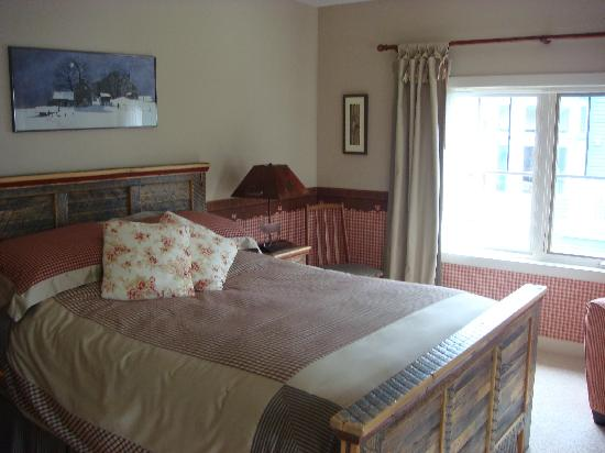 Buffaloberry Bed and Breakfast: Old Room oben