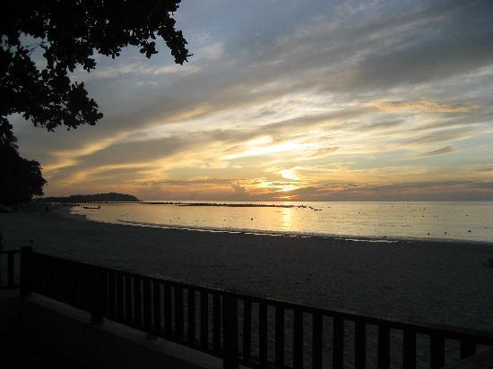 Al's Hut Resort: Sunrise from my hut