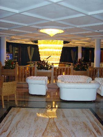 Entrance to Hotel Alexander