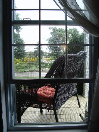 Bluebird Meadows Bed & Breakfast: View to the veranda