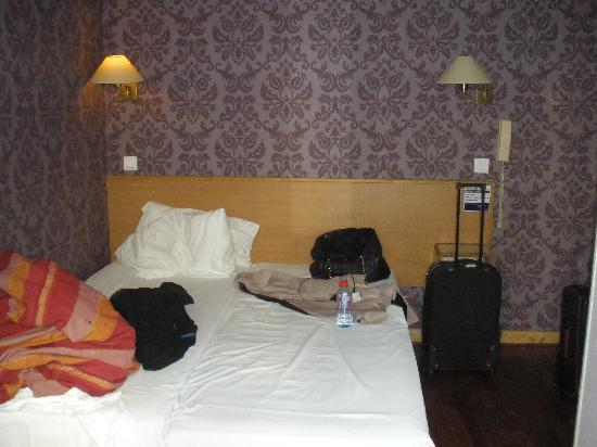 Caulaincourt Square Hostel: Comfortable double room