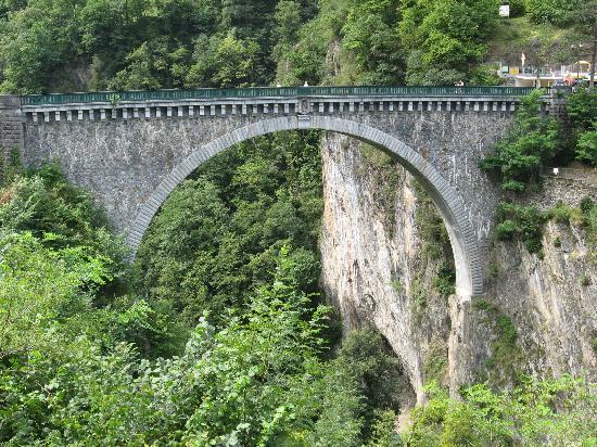 Luz-Saint-Sauveur, Francia: Le Pont Napoléon à Luz