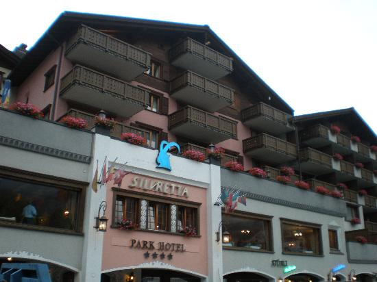 Silvretta Parkhotel Klosters: The outside of the hotel