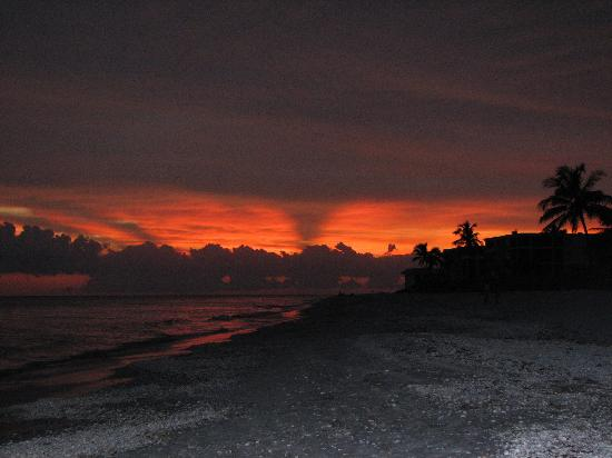 Caribe Beach Resort: sunset