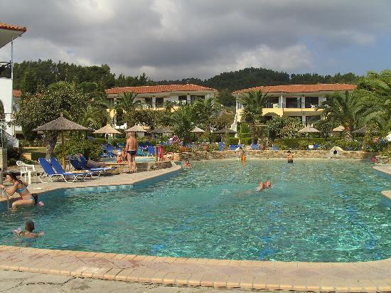 Chrousso Village: Großer Pool