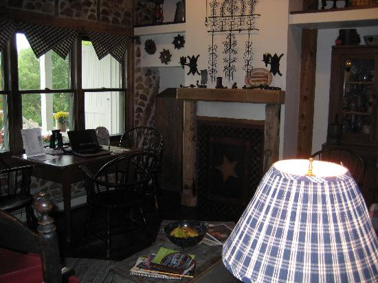 Blacksmith Inn On the Shore: Zahn house interior, main room and also where breakfast served