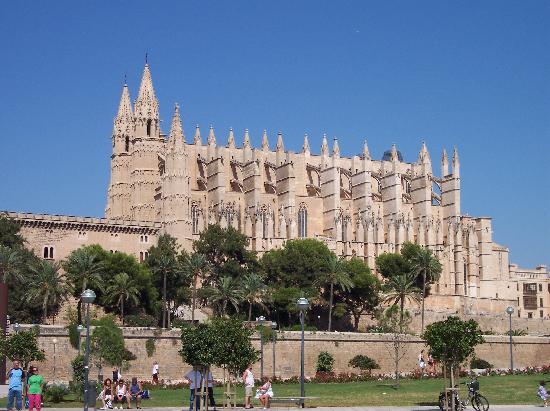Hotel Delfin Mar: Kirche von Palma
