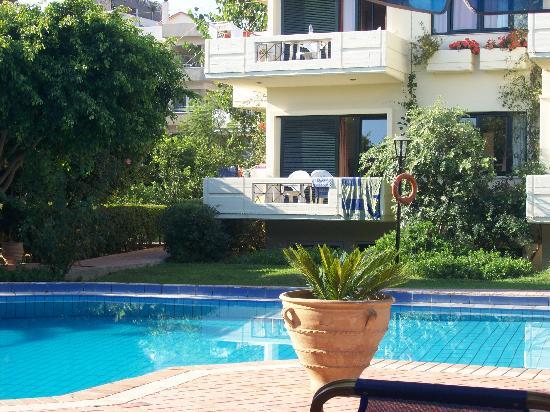 Lefka Apartments: Vista appartamenti
