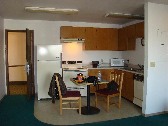 Travelodge by Wyndham Deer Lodge Montana: kitchen area