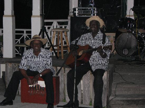 Sandals Royal Plantation: Live music every night...never a shortage of smiles.