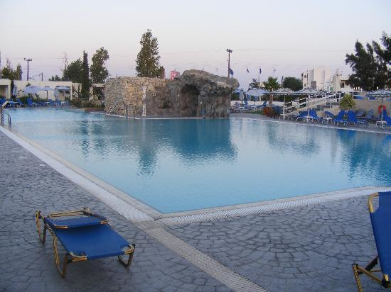 Sun Palace Hotel: The Pool