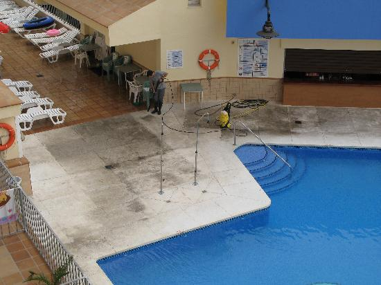 Natali Torremolinos : time for a clean we think