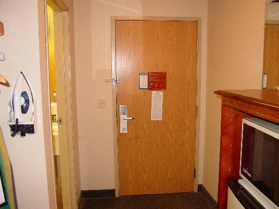Holiday Inn Express & Suites Clinton: Room pic