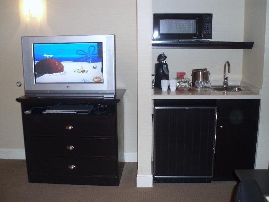 West Inn & Suites Carlsbad: Nice size fridge.  Great TVs