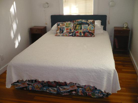 White Lamb Cottages: The bedroom