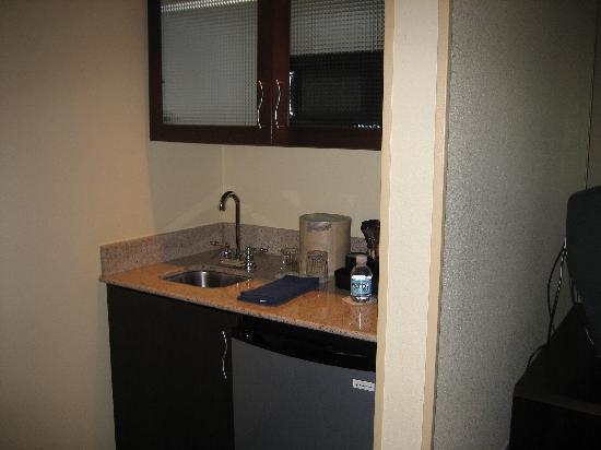 SpringHill Suites Lexington Near the University of Kentucky: bar area