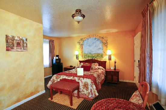 Chardonnay Lodge: Queen bedroom